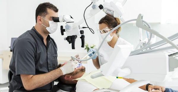 chirurg stomatolog
